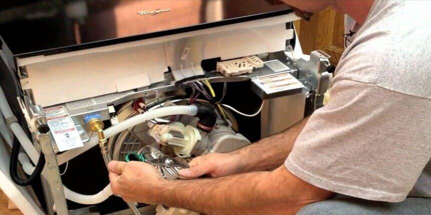 Всё что нужно знать про обслуживание посудомоечной машины