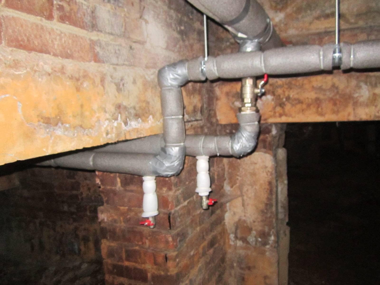 Ввод канализации в дом без подвала: особенности и правила, инструкция по монтажу