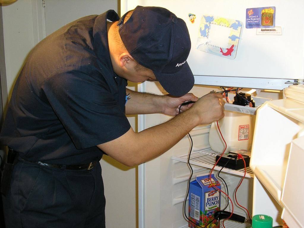 Холодильник постоянно работает и не отключается: причины, что делать