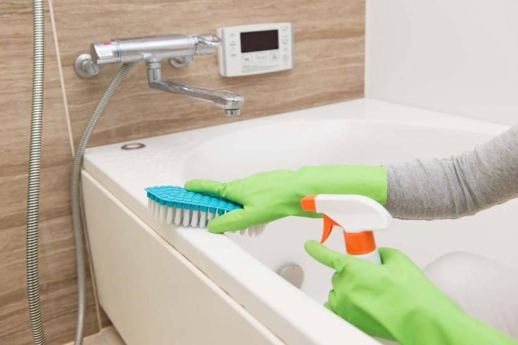 Как очистить чугунную ванну народными средствами и бытовой химией