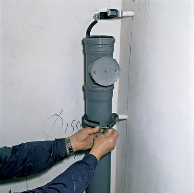 Как избавиться от запаха канализации в квартире и устранить источник