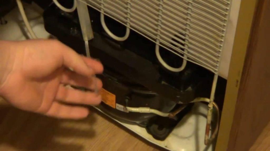 Что делать если на задней стенке холодильника намерзает лед?