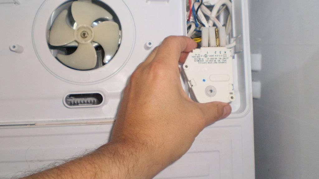 Почему холодильник постоянно работает и не отключается?